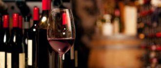 Как отстирать красное вино с одежды