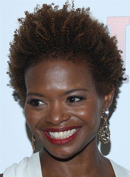 Стрижка на вьющиеся волосы в африканском стиле