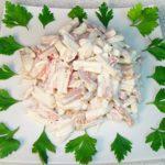 салат с кальмарами и курицей