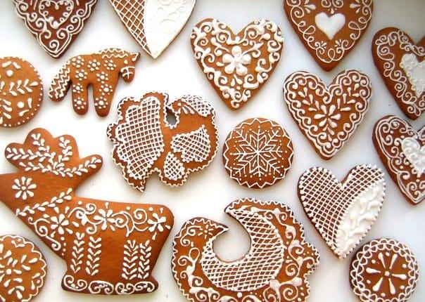 Имбирное печенье с белой глазурью
