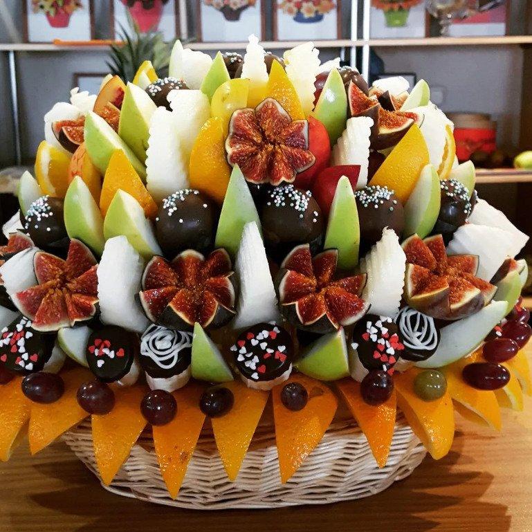 Делаем фруктовую подарочную корзину сами