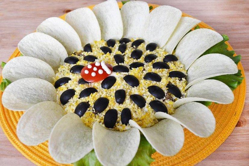 Рецепт салата Подсолнух из рыбных консервов