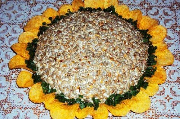 Салат подсолнух с крабовыми палочками и семечками