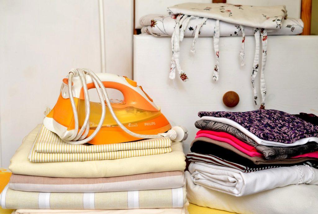 Как почистить утюг от пригара в домашних условиях?