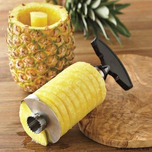 Выдавливание мякоть ананаса специальным ножом