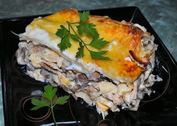 Лазанья с курицей и грибами с соусом Бешамель с сыром