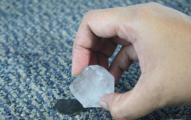 Как убрать пластилин с ковра, дивана или паласа