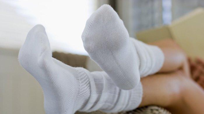 Фото. Как быстро отстирать белые носки