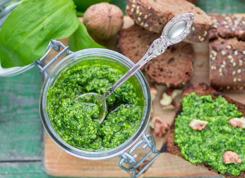 Рецепт: аджика из чесночных ростков